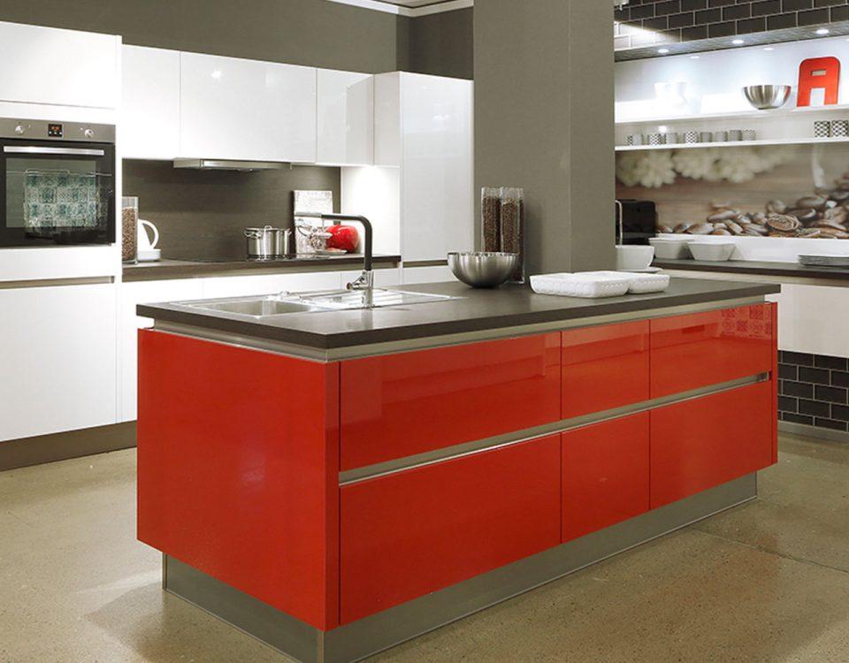 Hochwertige-Spüle-und-Spültischarmatur-als-perfekte-Ergänzung-für-die-Küche
